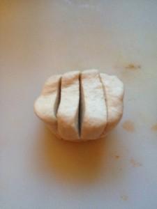 Brötchen eingeschnitten